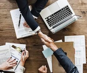 企業のセキュリティリスク管理体制やセキュリティ施策を根幹から確立 プロフェッショナルCISOサービス